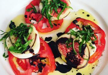 Salade de figues, tomates et mozzarella frais