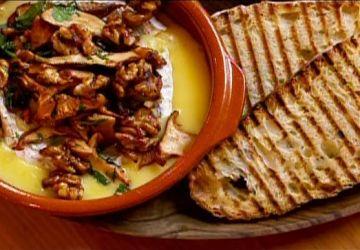 Camembert coulant aux noix et champignons