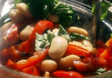 Salade de haricots blancs et de poivrons sautés