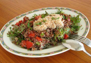 Salade de quinoa rouge et crabe