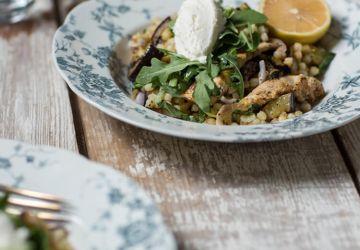 Salade de fregola, poulet, aubergine & ricotta