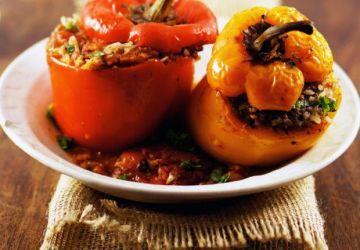Poivrons farcis d'agneau à la sauce tomate épicée