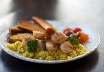 Repas faible en féculents: pétoncles et riz de chou-fleur